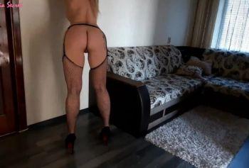 Красивая соседка жесткое порно изнасилование пришла в гости и соблазнила парня