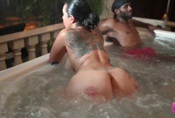 Оргия в порно русских волосатых мам джакузи
