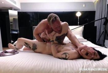 кто она? русское порно молодых смотреть онлайн Новая татуированная девушка удивляет своего поклонника ... в его отеле! Втроем! (2 ноября,