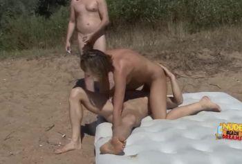 Шлюховатая блондинка порно русское домашнее в групповом сексе на пляже