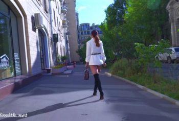 Независимая женщина. пизды русское с разговором порно Джени Смит ходит в колготках без трусиков по улице