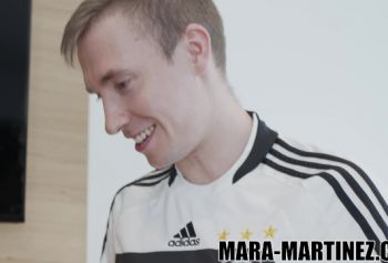 Ебля вместо порно инцест с русскими субтитрами футбола - два мяча лучше, чем один!