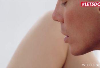 Николь Пирл русское порно  летних Маленькие Сиськи Русская МИЛЬФА Кончает Дважды От Жесткого Эротического Секса