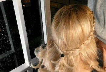 Горячая блондинка смотреть русское групповое порно курит на балконе и сосет грязный член