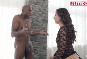 Русская шлюшка порно игры на русском языке Натали Голд жестко получает в анал большой черный член