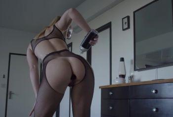 Шлюшка в русское порно пикап масле фистит жопу и выебана в рот