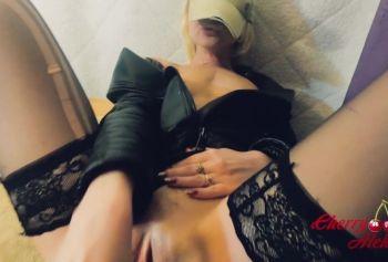 Распаленную милфу порно видео смотреть жарят во все дыры на столе. Два хера в пизде  /CherryAleksa